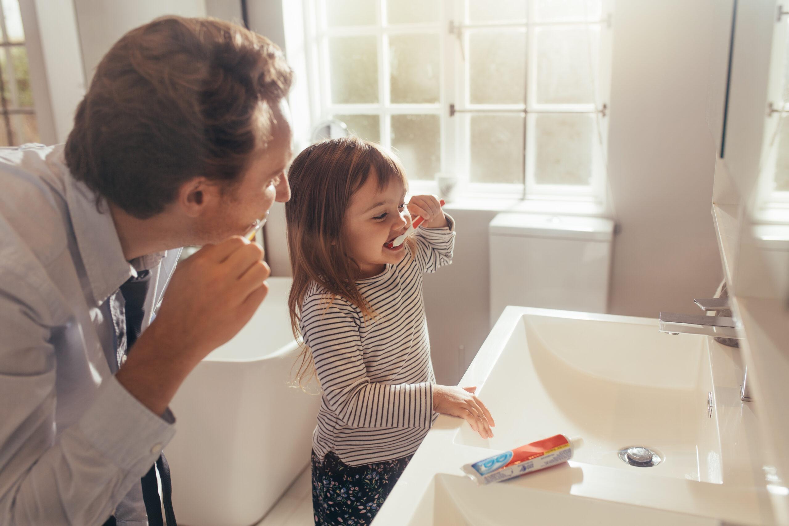 nauka szczotkowania pierwszych zębów u dziecka